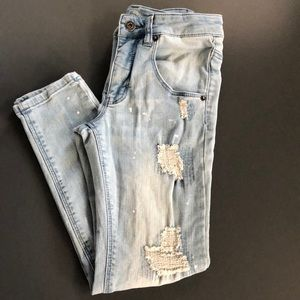 Boys skinny destroyed jeans with paint spots